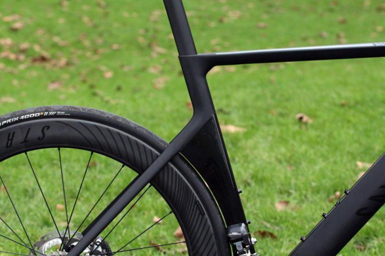 Canyon Aeroad CF SLX Disc 8.0 Di2 - seat tube junction.jpg