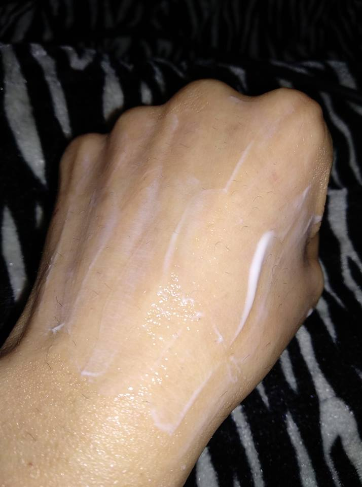 VLCC Butter Moist Facial Kit lotion swatches