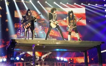 zespół kiss na scenie