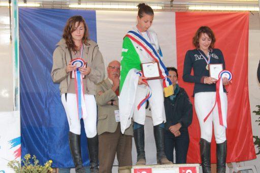 championnat des as jeunes cavaliers podium : Marion Brignoli, Elisa Simon, Mathilde Jarrin