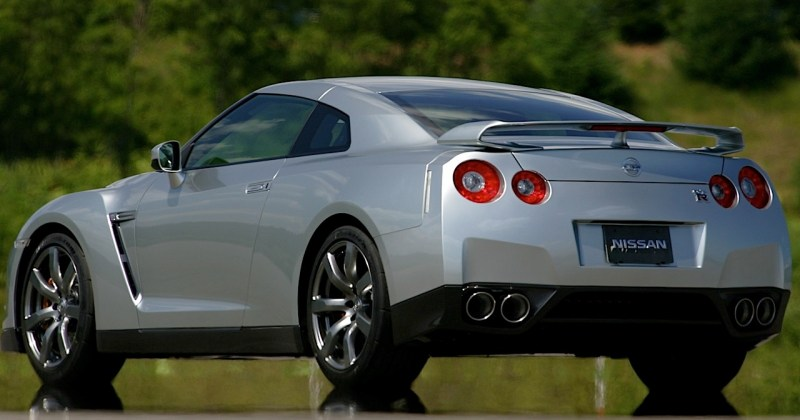 2009 Nissan GT-R Car Review