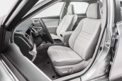 2015_Toyota_Camry_XLE_011