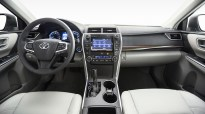 2015_Toyota_Camry_XLE_013
