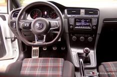 2015_VW_Golf_GTI.09