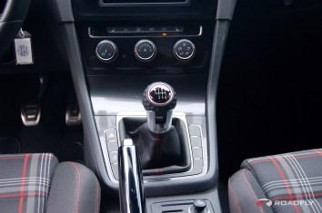 2015_VW_Golf_GTI.11