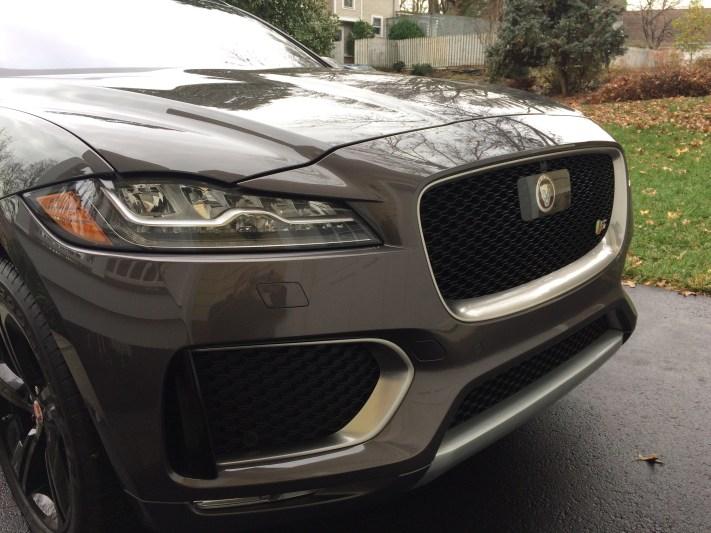 2017-Jaguar-F-Pace.06
