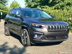 2019-Jeep-Cherokee-Overland-01