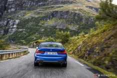 2019-BMW-3-Series-330i-330xi-12