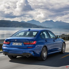 2019-BMW-3-Series-330i-330xi-15