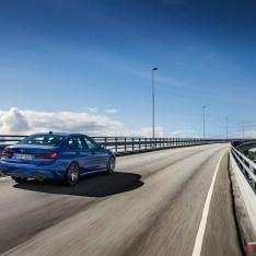 2019-BMW-3-Series-330i-330xi-16