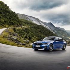 2019-BMW-3-Series-330i-330xi-18