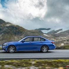 2019-BMW-3-Series-330i-330xi-19