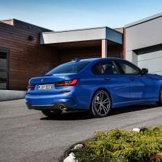 2019-BMW-3-Series-330i-330xi-22