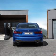 2019-BMW-3-Series-330i-330xi-25