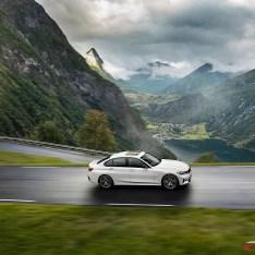 2019-BMW-3-Series-330i-330xi-47