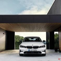 2019-BMW-3-Series-330i-330xi-53