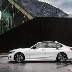 2019-BMW-3-Series-330i-330xi-60