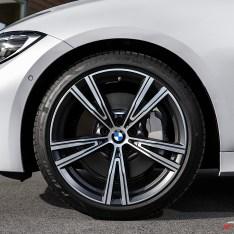 2019-BMW-3-Series-330i-330xi-66