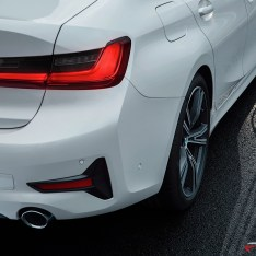 2019-BMW-3-Series-330i-330xi-72
