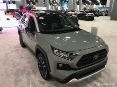2019-Toyota-RAV4-03