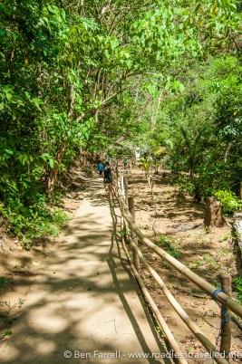 The steep track from Daranak to Batlag Falls