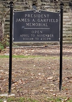 Garfield's tomb marker in Lakeview Cemetary