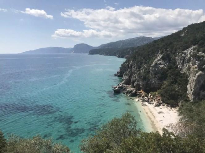 Küste ab Cala Fulili