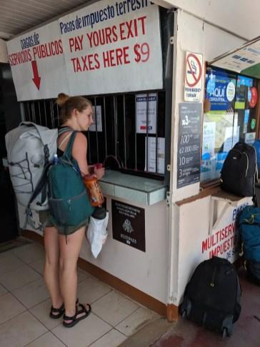 Schalter für die Ausreisegebühr an der Grenze zu Panama