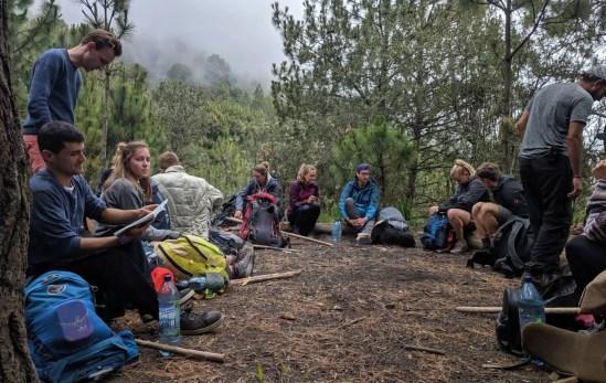 Pause bei der Wanderung auf den Vulkan Acatenango