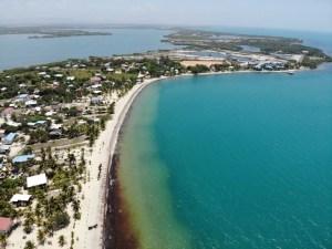 Placencia in Belize von der Drohne aus gesehen
