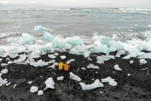 Diamond Beach Island I pechschwarzer Sand und kristallklare Eisbrocken