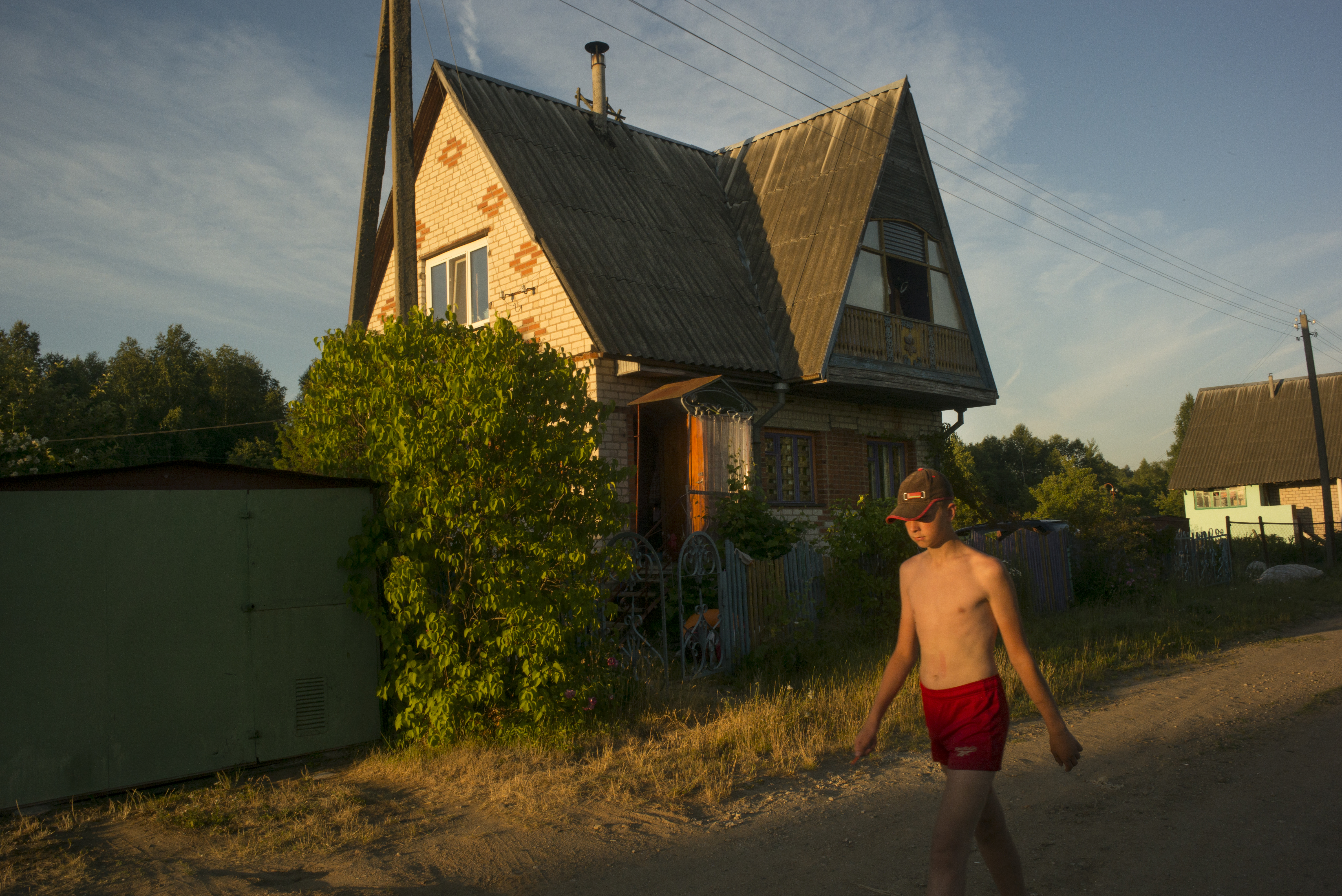At the dacha, a neighbor put a tall fence that obstructs my window. It&#39