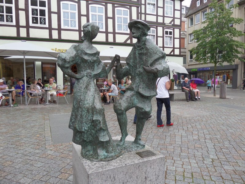 Hamelin town centre Germany, Dancing Statues