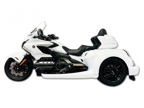 htx_white_black_wheels_white3