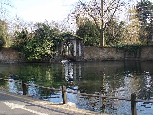 ewell-pond-surrey-england-by-roadsofstone