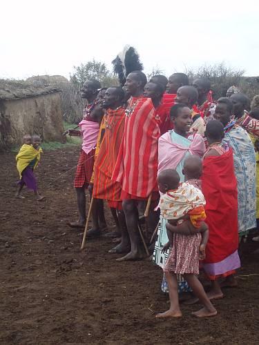 masai-villagers-masai-mara-kenya-by-roadsofstone