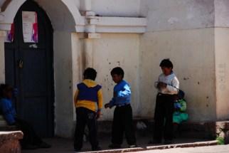 παιχνίδι στη κεντρική πλατεία του Taquile