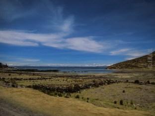 η διαδρομή με τη λίμνη Titicaca στα δεξιά μας