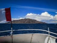 εν πλω προς το νησί Amantani