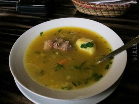 μεσημεριανό στο τοπικό μαγειρείο στο agua calientes
