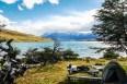 Στην Laguna Azul με θέα τους πύργους Torres del Paine