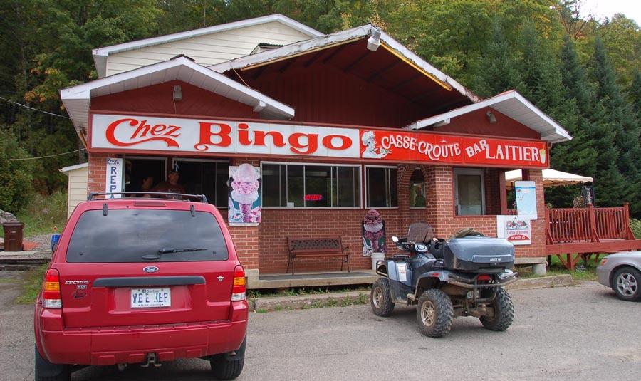Chez Bingo casse-croute hotdog steame