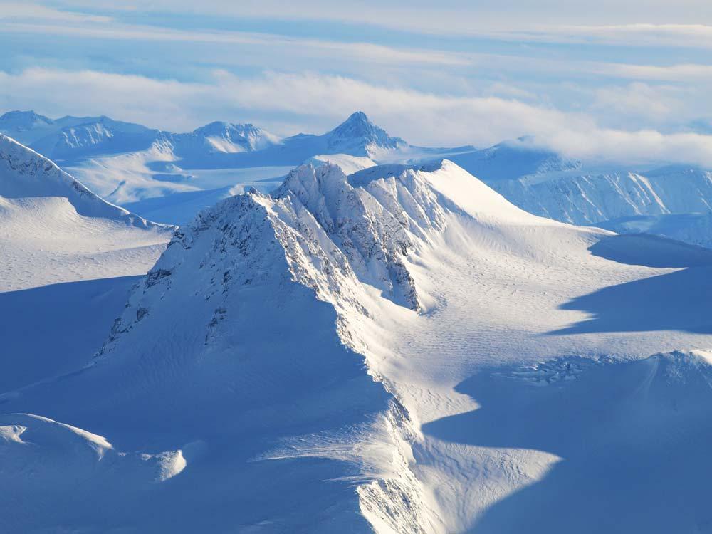 yukon-winter-mountain-peaks