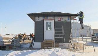 FN students build tiny homes …