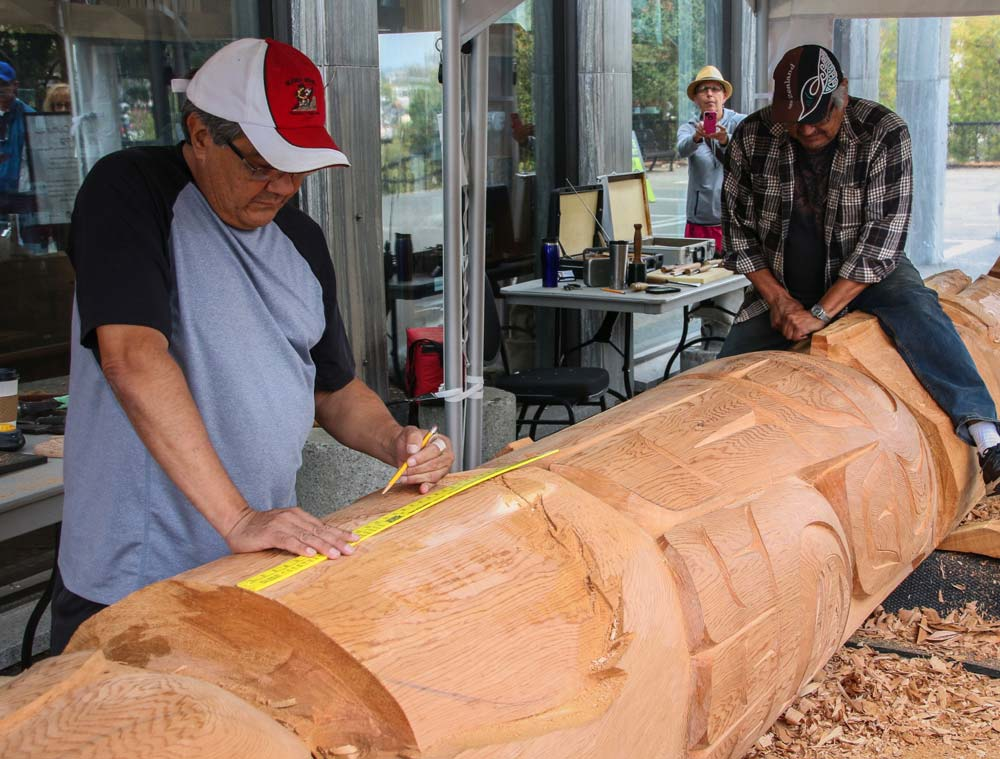 Perry LaFortune and brother Tom LaFortune carving a totem pole