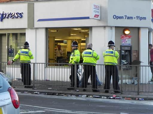 警察は関連する犯罪にも注視している