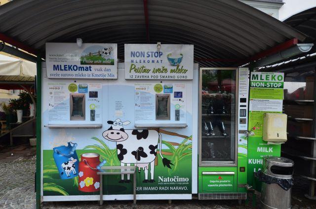 Distributeur de lait au marché sur la Krekov trg - Ljubljana