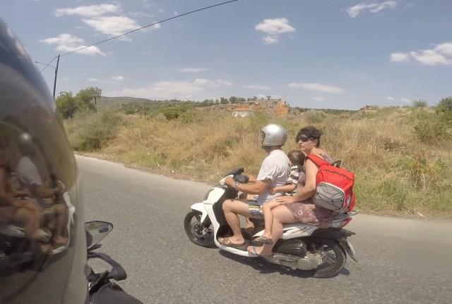 Une famille à la sortie de Volos