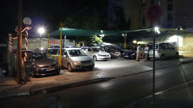 """Parking """"de rue"""" à Athènes"""