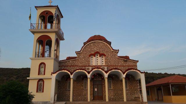 Église orthodoxe à proximité de la taverne Korolihs